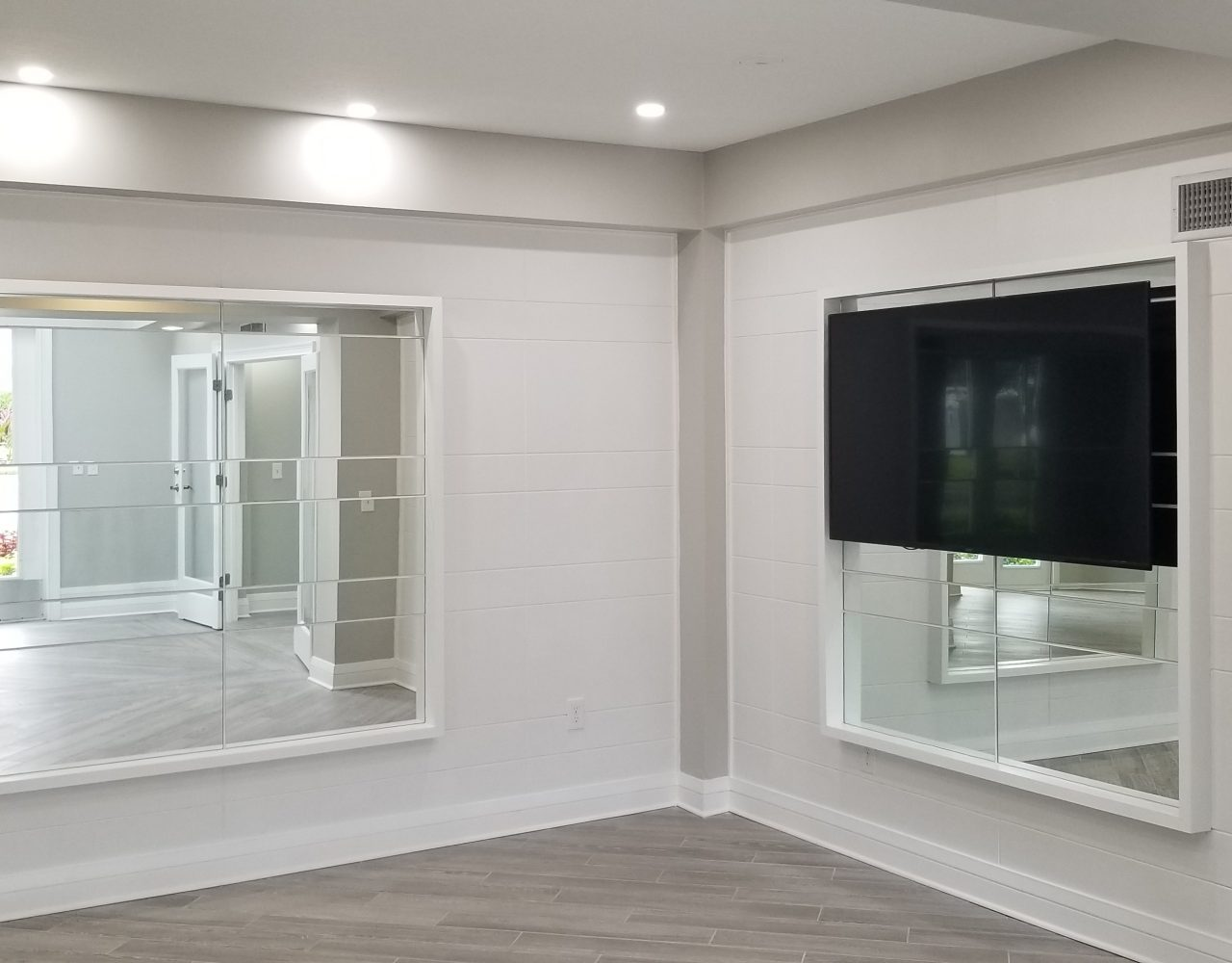 Arbors at Carrollwood Apartments - Wall Design, Mirrors and TV Installation