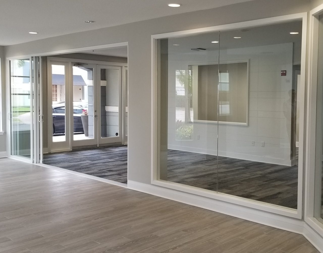 Arbors at Carrollwood Apartments - Wall Design and Mirrors